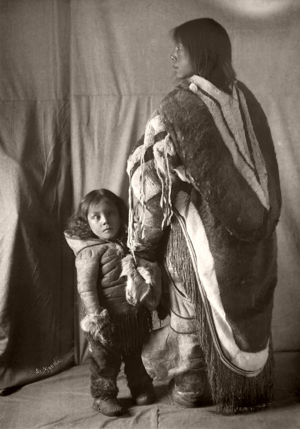 Inuit woman, Mirkiook, and her child, Fullerton Harbour, Nunavut, c.1905