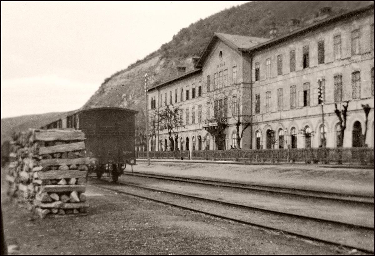 Leaving Romania (1903) Railway station Baziaș.