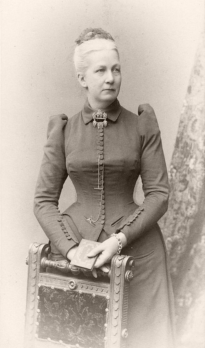 Vintage: Tight Corset (Victorian era)