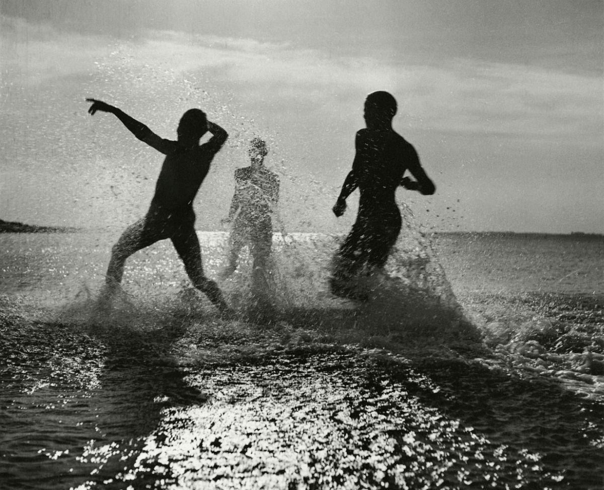 Spiel im Wasser, Nordsee 1934 © Herbert List / Magnum Photos