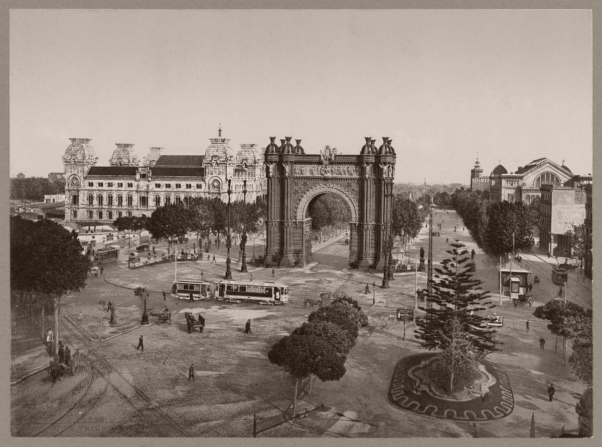 Barcelona. Arco de Triunfo y Palacio de Justicia