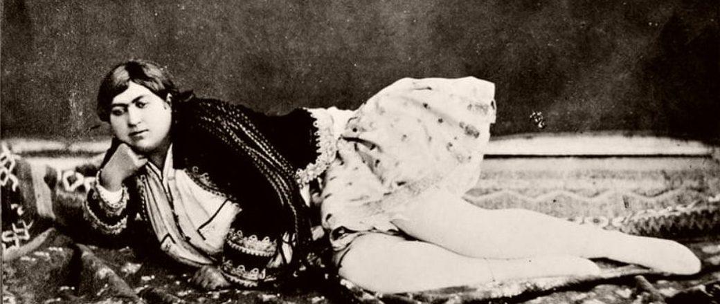 Znalezione obrazy dla zapytania Zahra Khanom Tadj es-Saltaneh