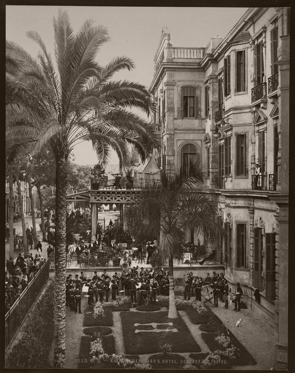 Kairo, Shepheard's Hotel, concert militaire