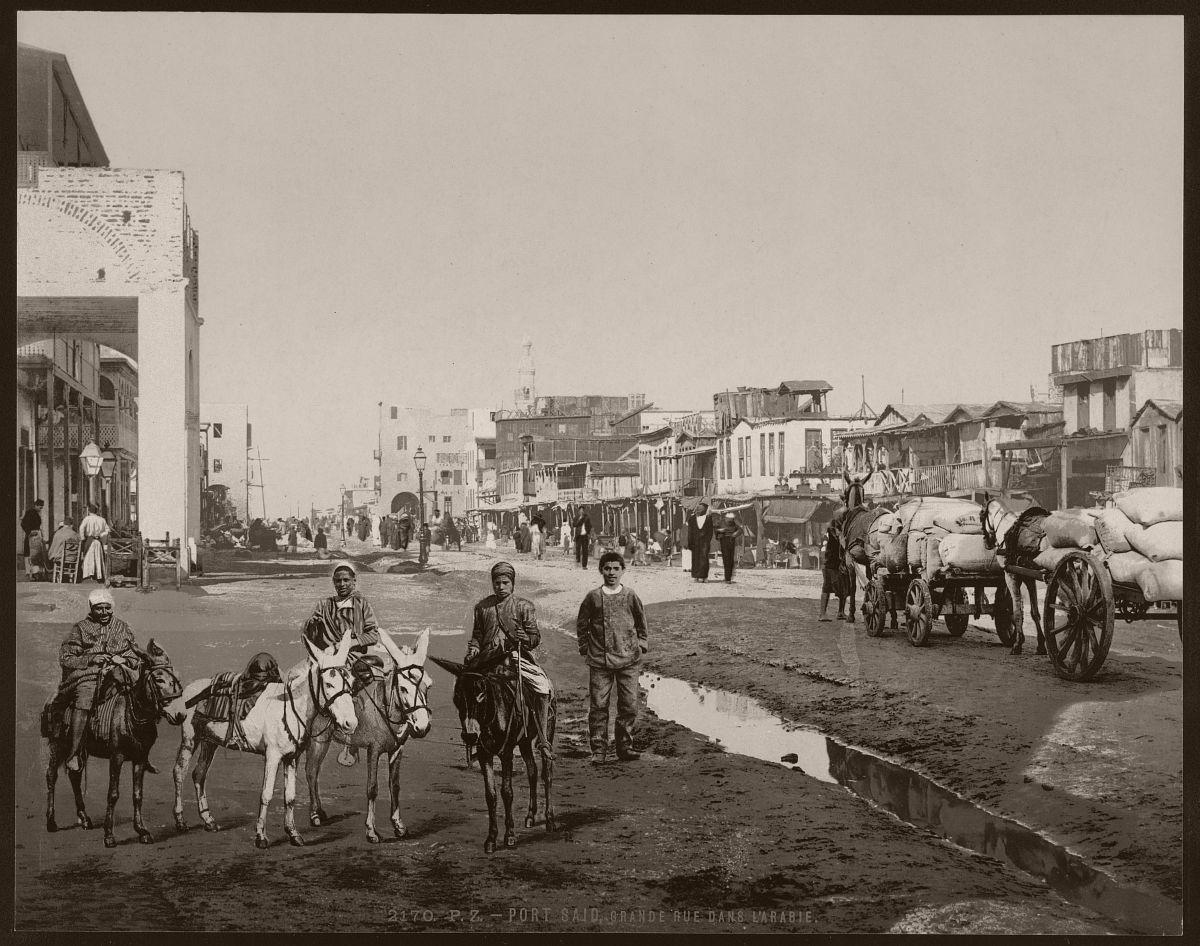 Port Said, grande rue dans l'Arabie
