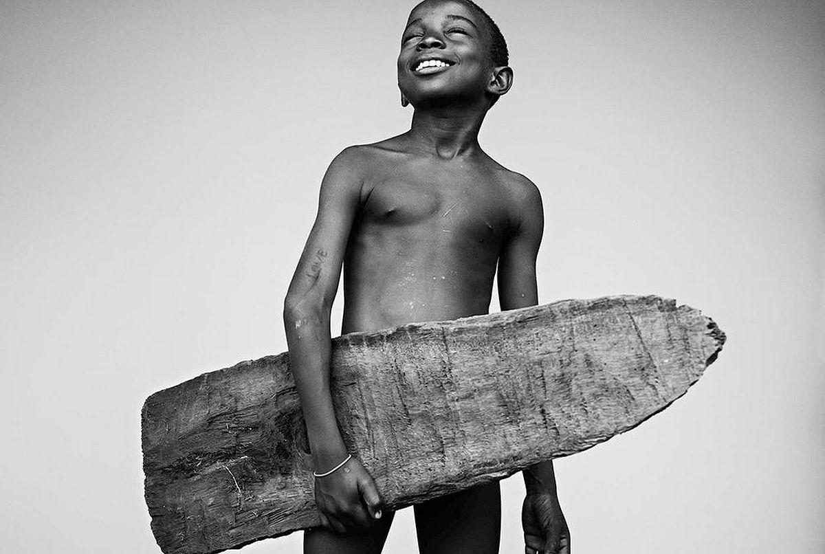Gilmar Corriera, Porto Alegre, São Tomé and Príncipe, young surfer/student, 2016-2018 © Stephan Vanfleteren, Courtesy Kahmann Gallery, Amsterdam