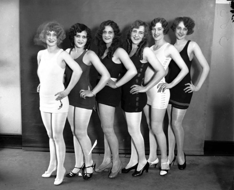 Virgina Stonesifer, from left, Betty Ann Savers, Doris Rutkin, Margaret Dorney, Novene LaRue, and Myrtle Christine Valsted in the Miss Chicago contest, 1927