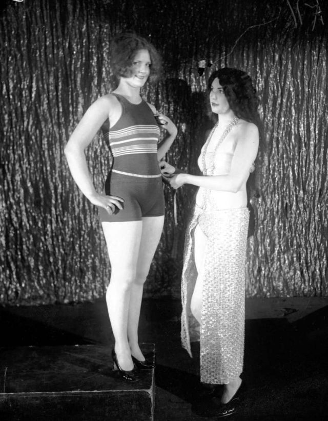 Miss Chicago contestant Lucille Burgess, left, with Betty Blythe, March 20, 1926