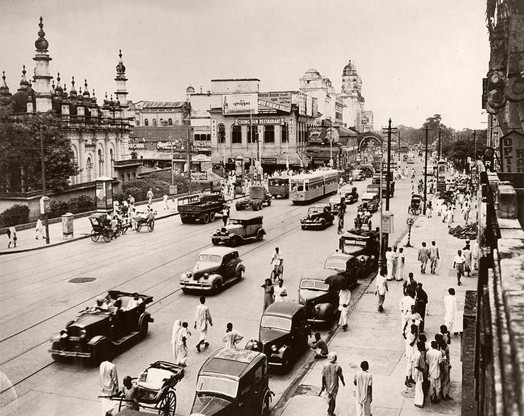 Chowringhee Square. The Mohammddan mosque, Juma Masjid, is shown at left. This is actually one of the quiet moments when GI trucks, taxis, bicycles and other modes of transport can move with comparative freedom.