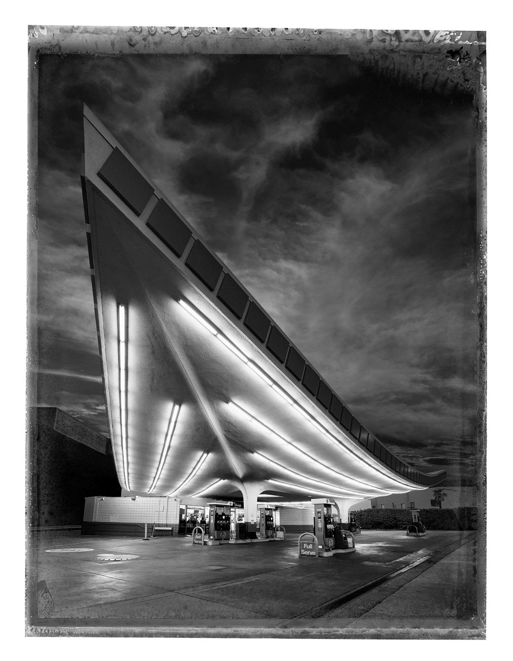 Christopher Thomas Frontpiece Union Gas Station, 2017 Pigment-Print auf Büttenpapier 76 x 56 cm, Auflage 25 © Christopher Thomas / Courtesy Persiehl & Heine Gallery for Photography