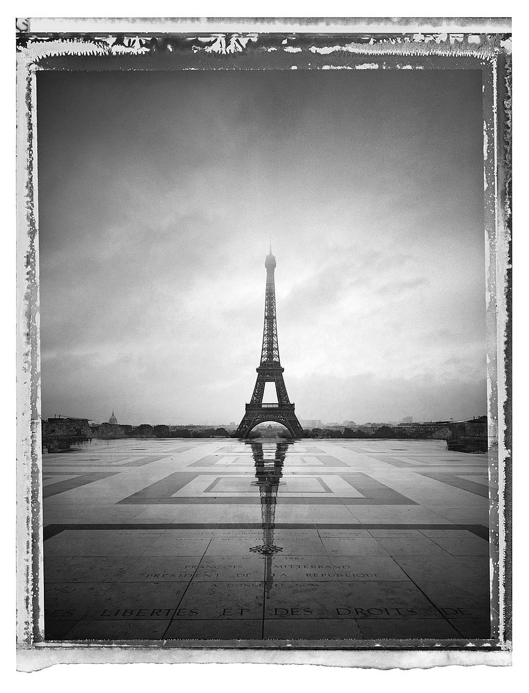Christopher Thomas Paris Tour Eiffel VI, 2013 Pigment-Print auf Büttenpapier 76 x 56 cm, Auflage 25 © Christopher Thomas / Courtesy Persiehl & Heine Gallery for Photography