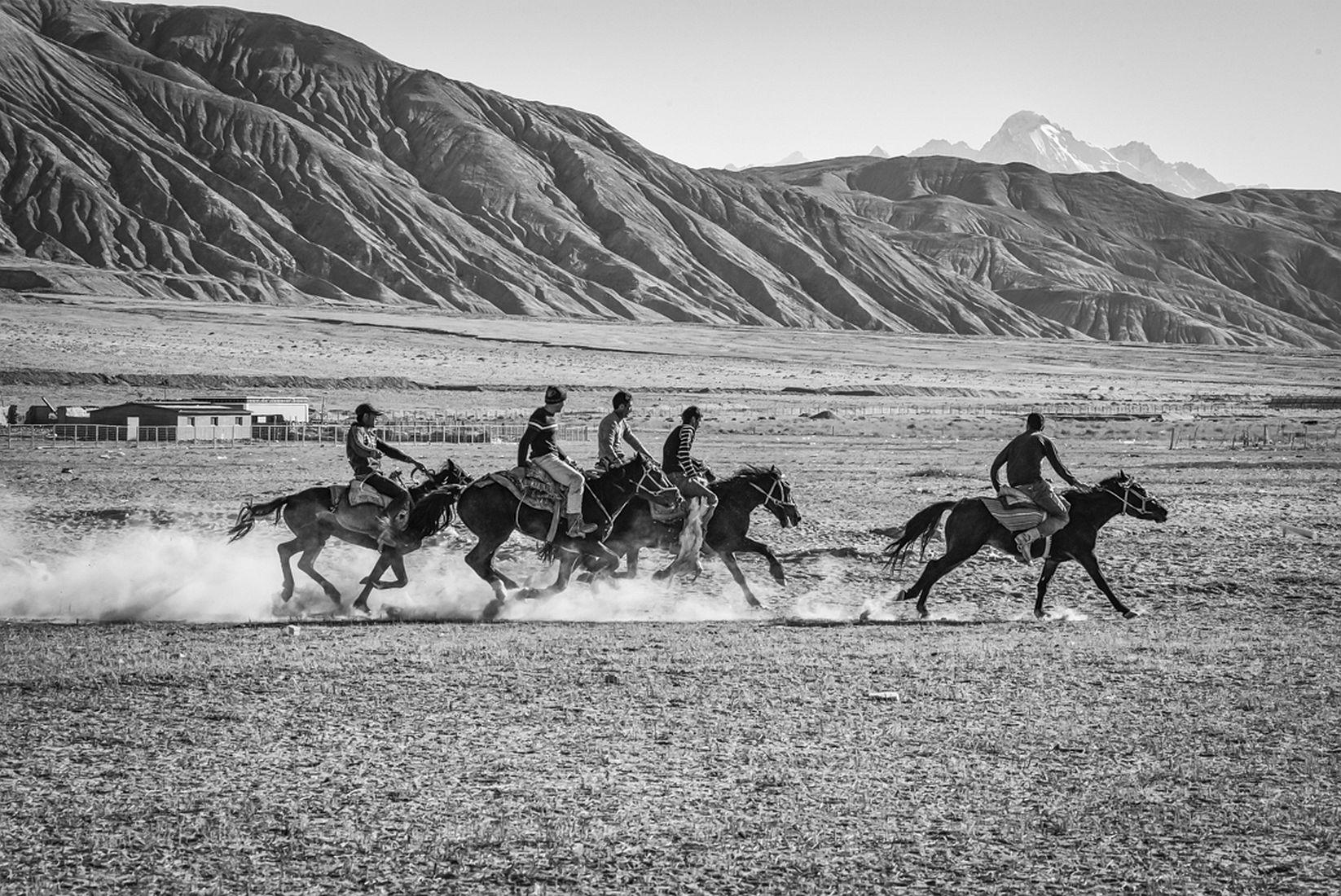 © John Eaton: A Game of Buzkashi / MonoVisions Photography Awards 2018 winner