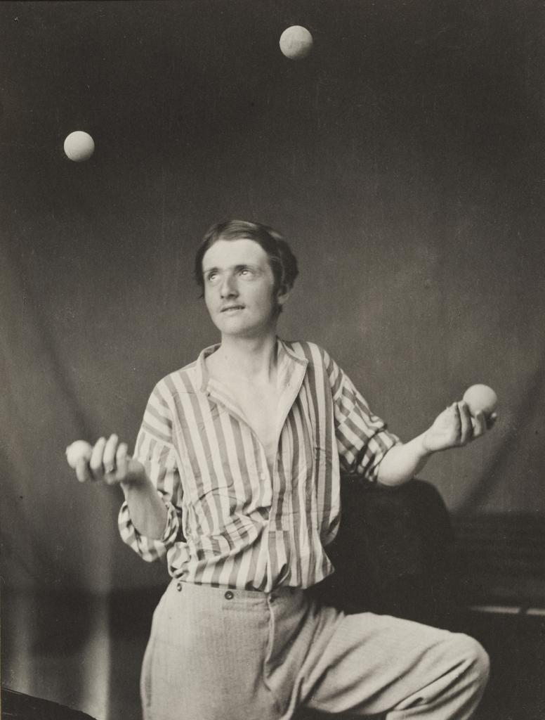 The Juggler, about 1865, printed later, Oscar Rejlander, platinum print. The Royal Photographic Society Collection at the Victoria and Albert Museum, London. Acquired with the generous assistance of the Heritage Lottery Fund and Art Fund. Image © Victoria and Albert Museum, London