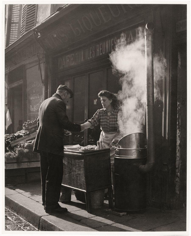 Sabine Weiss, Marchande de frites, Paris, 1946-48