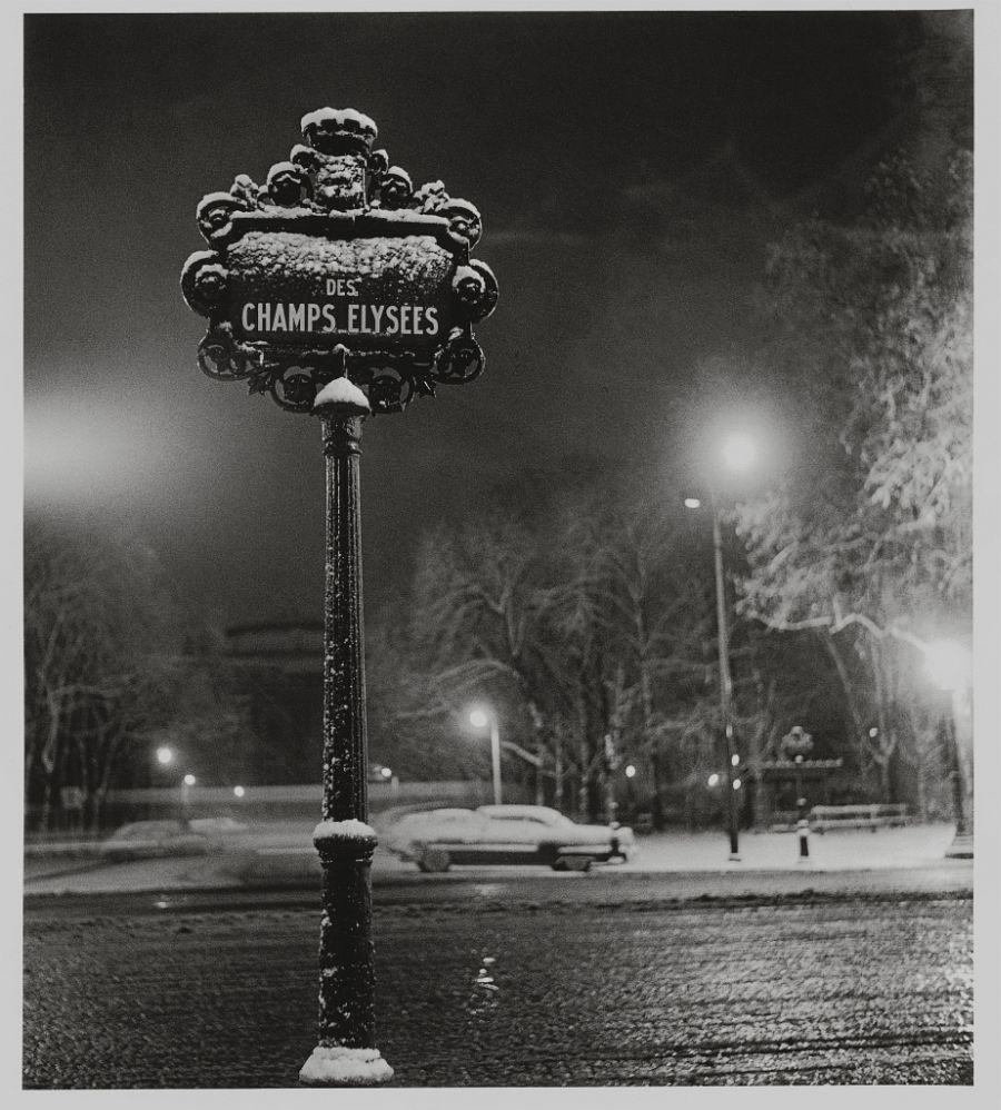 Sabine Weiss, Des Champs Elysees, Paris, 1958