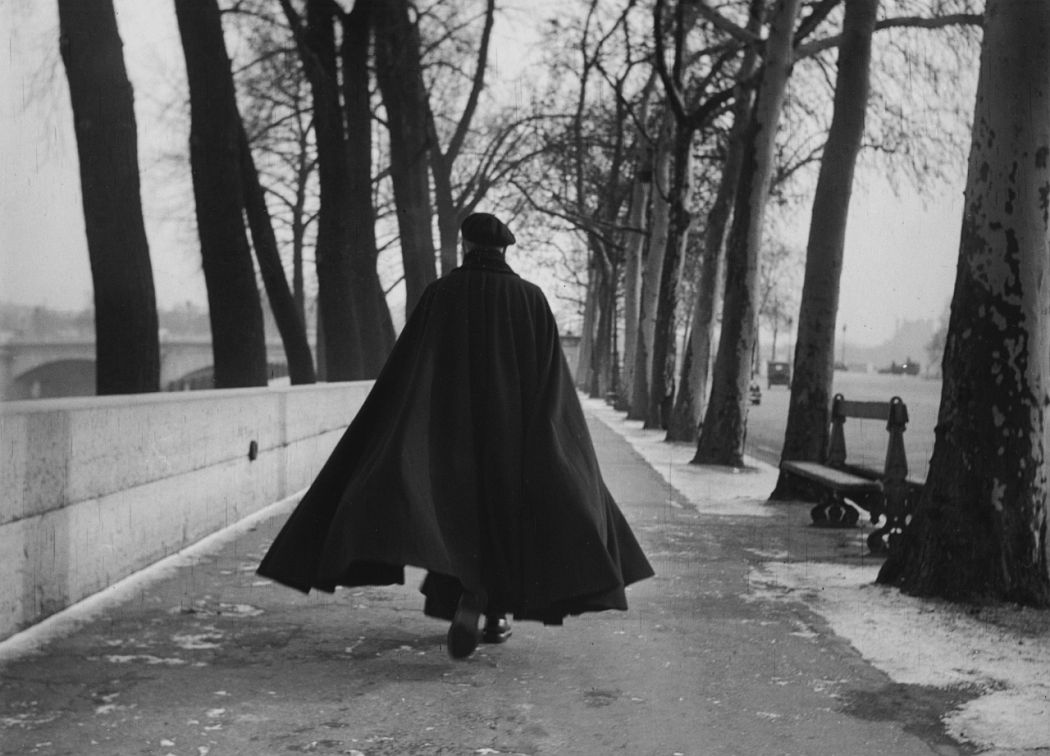Sabine Weiss, Man with black coat, Paris, 1954