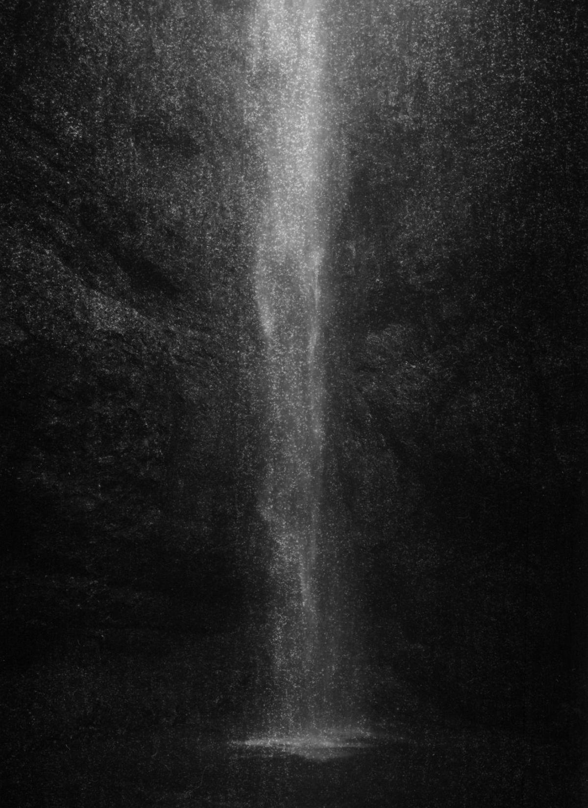 Taca Sui 塔可 Mt. Kuocang Grotto 括苍洞天 2017 Archival pigment print 收藏级艺术打印 213 x 152 cm (84 x 59 3/4 in)