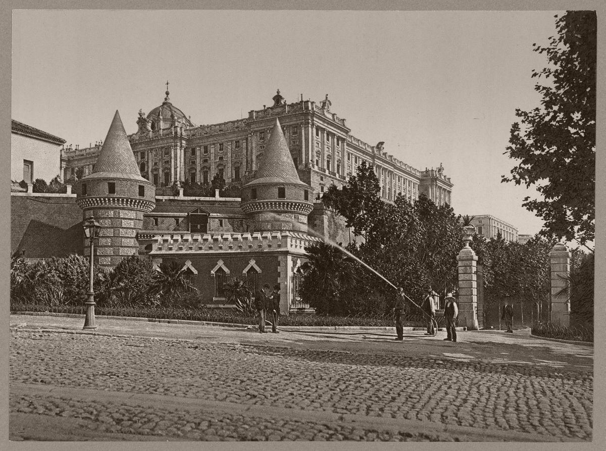 Madrid. Palacio Real desde el Paseo de San Vincente