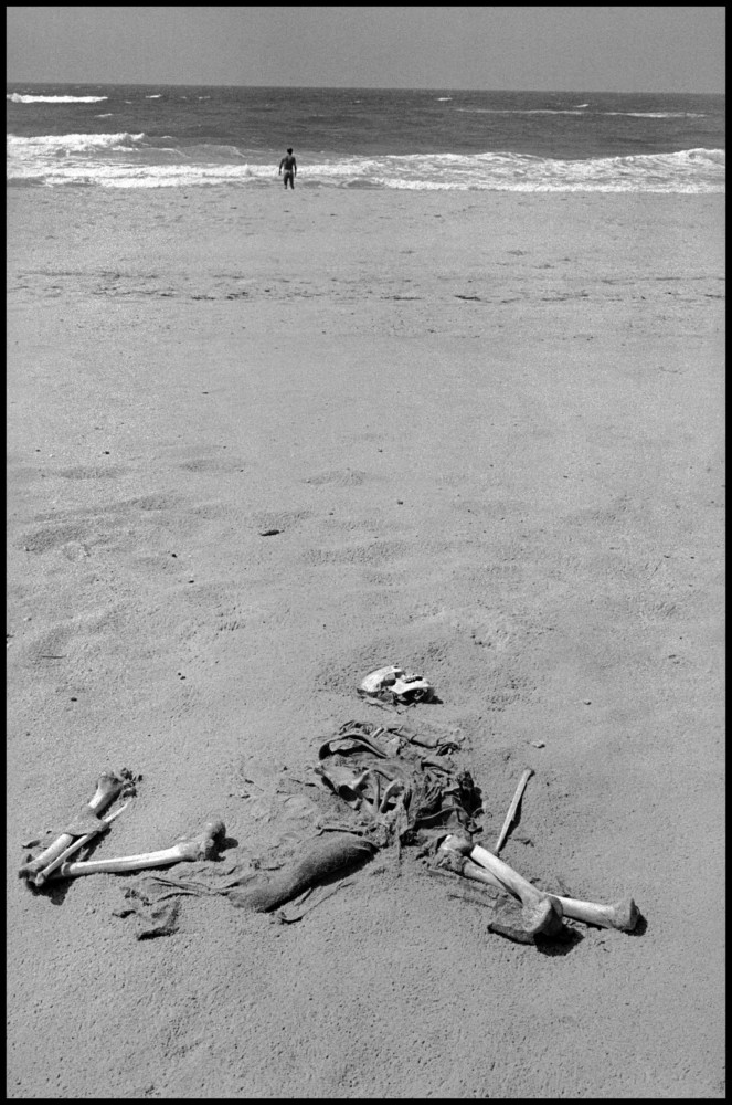 Leonard Freed A dead Egyptian soldier lays on a beach during the Six Day War. Gaza Strip. 1967. © Leonard Freed | Magnum Photos