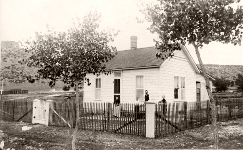 Whittier family and house, Castle Rock, 1889