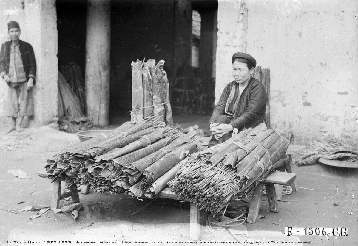 A woman sells dong (Phrynium) leaves to wrap banh chung, a traditional Vietnamese glutinous rice cake that is a Tet specialty, at Hanoi's Dong Xuan Market in 1929.