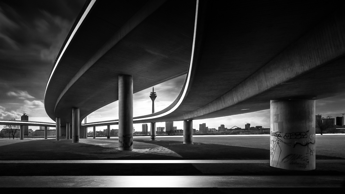 1ST PLACE – Black & White Architectural SerieS of the Year 2019, Rheinkniebrücke – Frank Loddenkemper
