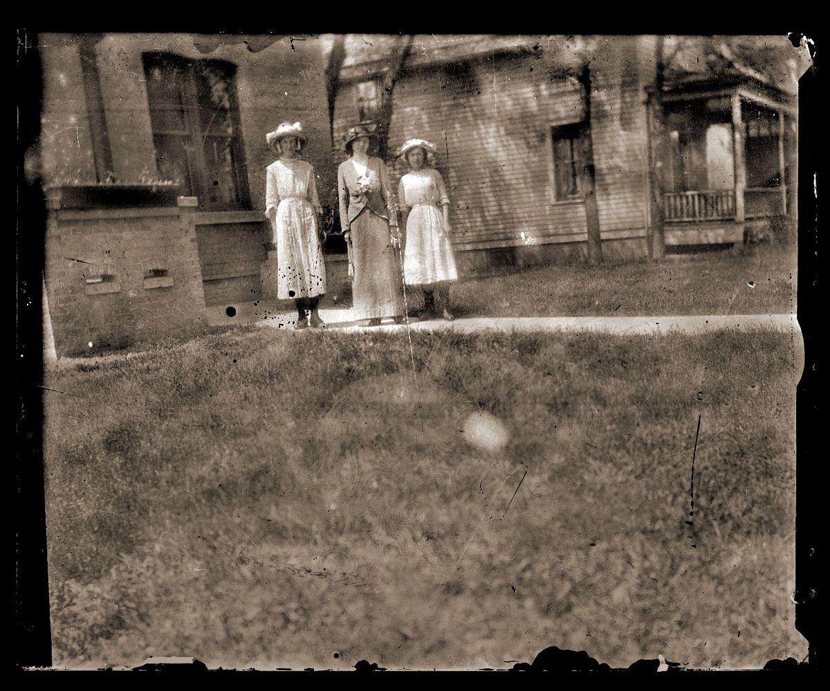 Three ladies, c1913