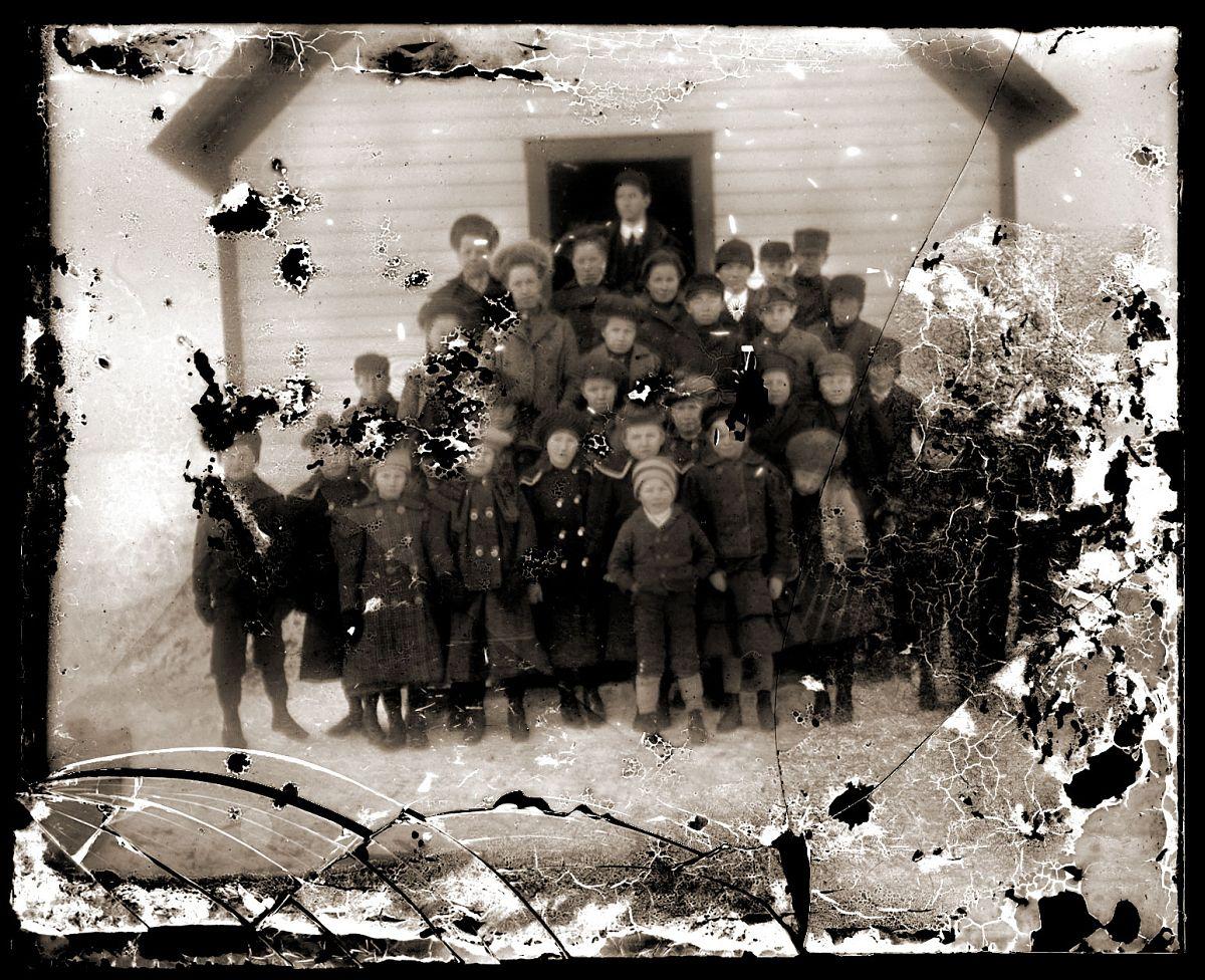 Group in front of school 2, c1913