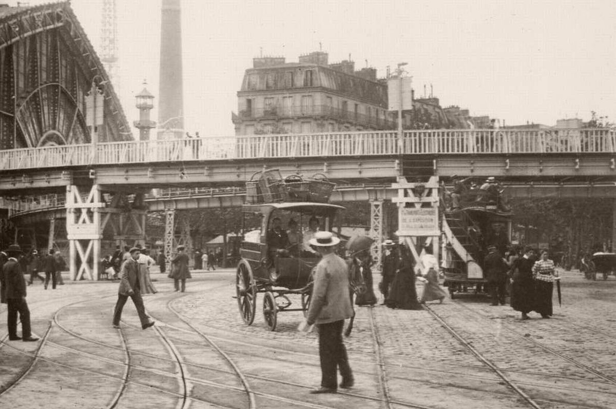 Electric tram in the 1900 exhibition