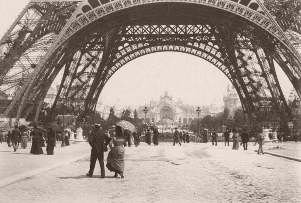 Eiffel tower and the Palais d'Electricite