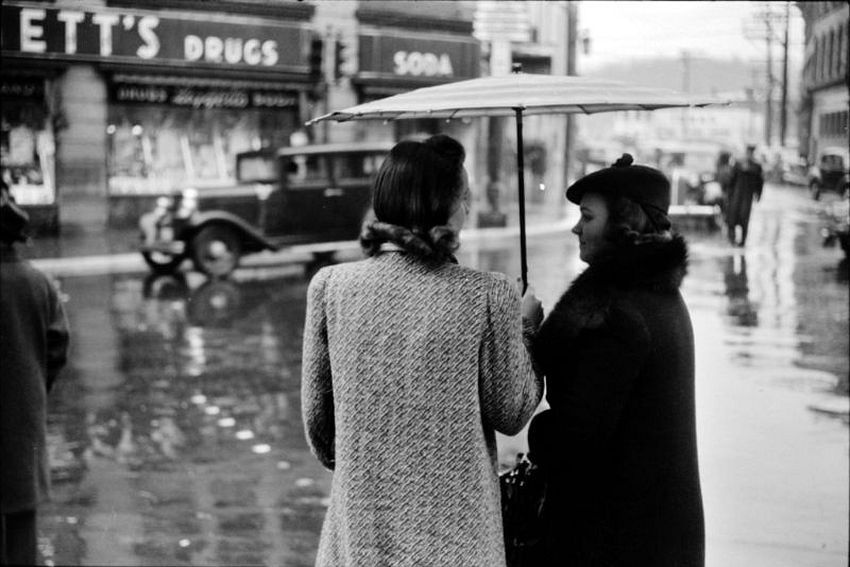Connecticut. Shelter for Two. Main street intersection in Norwich on a rainy day, November 1940