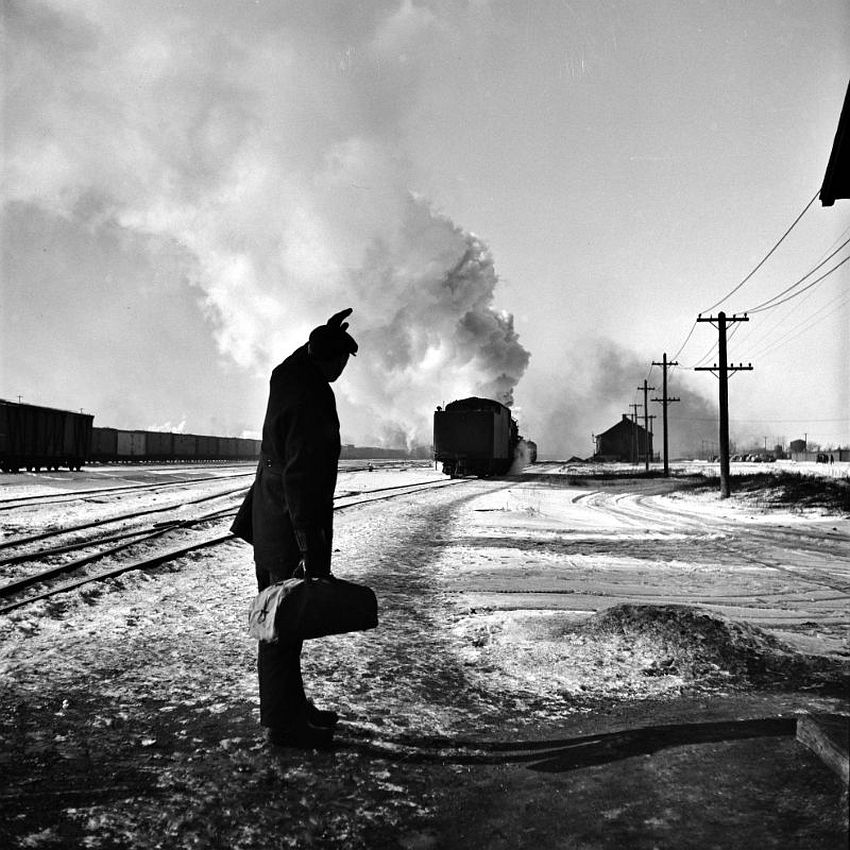 Iowa. It's Been Good to Know Ya. Wolfsmith waves good-bye. Freight ops of the Chicago & Northwestern RR between Chicago and Clinton, January 1943