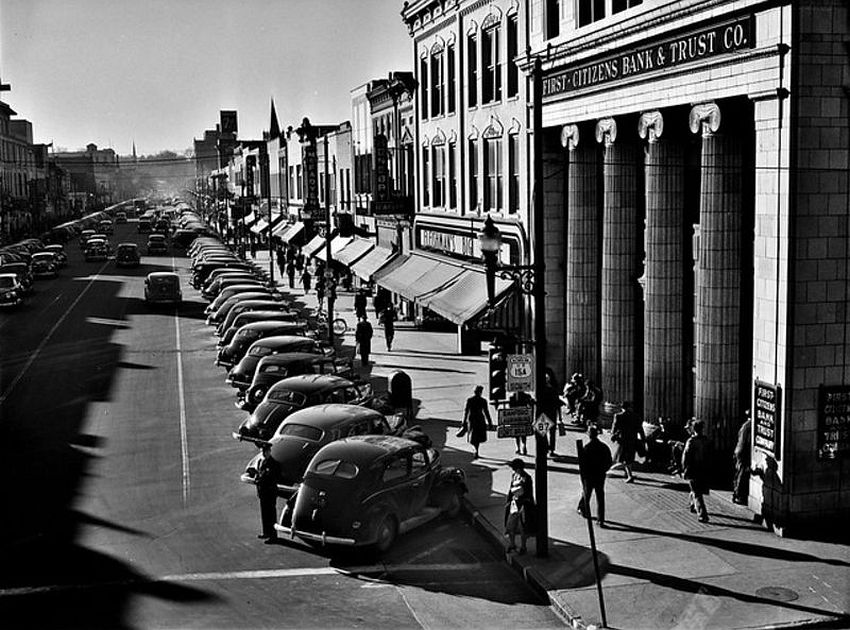 North Carolina. The Long Shadows. Traffic on the main street of Fayetteville, North Carolina at about five o'clock, when the workers start coming out at Fort Bragg, March 1941