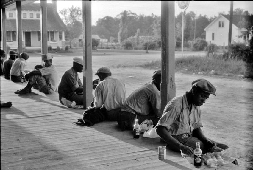 North Carolina. Workmen's Lunch. Migratory agricultural workers having supper at the store in Belcross, 1940