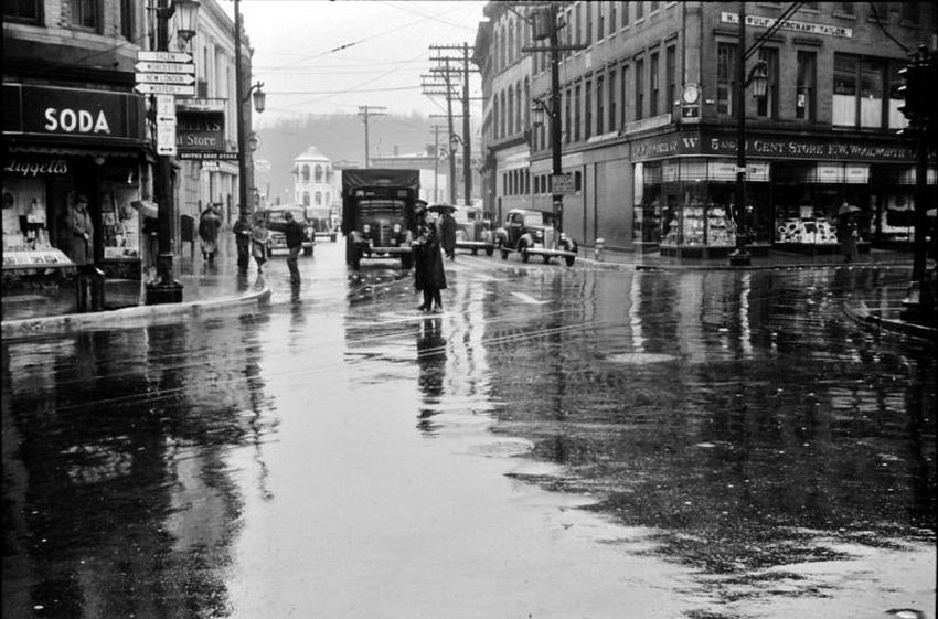 Connecticut. Five & Dime. Main street intersection in Norwich on a rainy day, November 1940