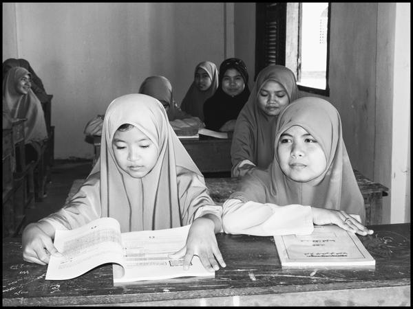 Young Muslim students in their classroom north of Phnom Penh. There's a 5% Muslim population in Cambodia phnom penh, january 2009