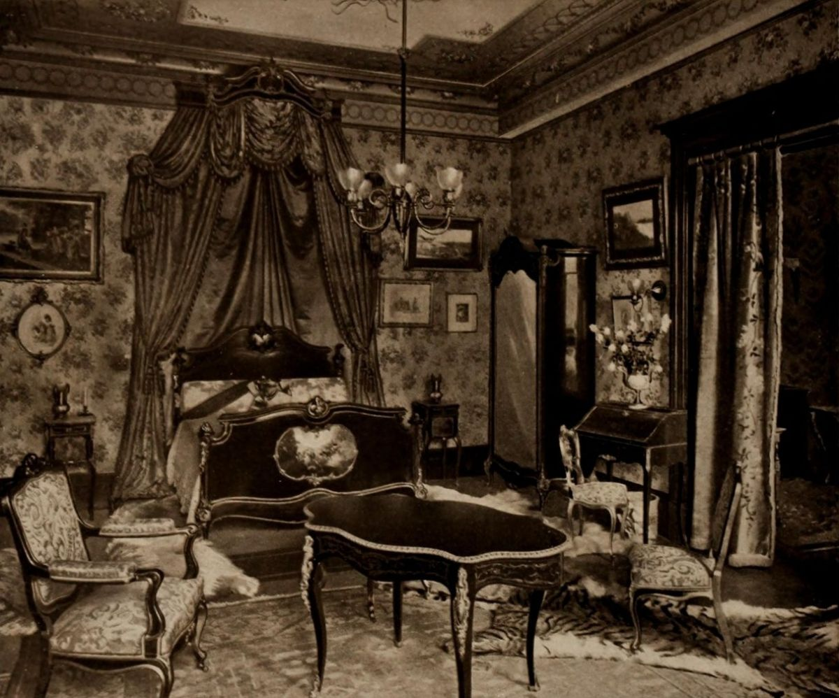 The Royal Suite – Louis Bedroom – The Astoria