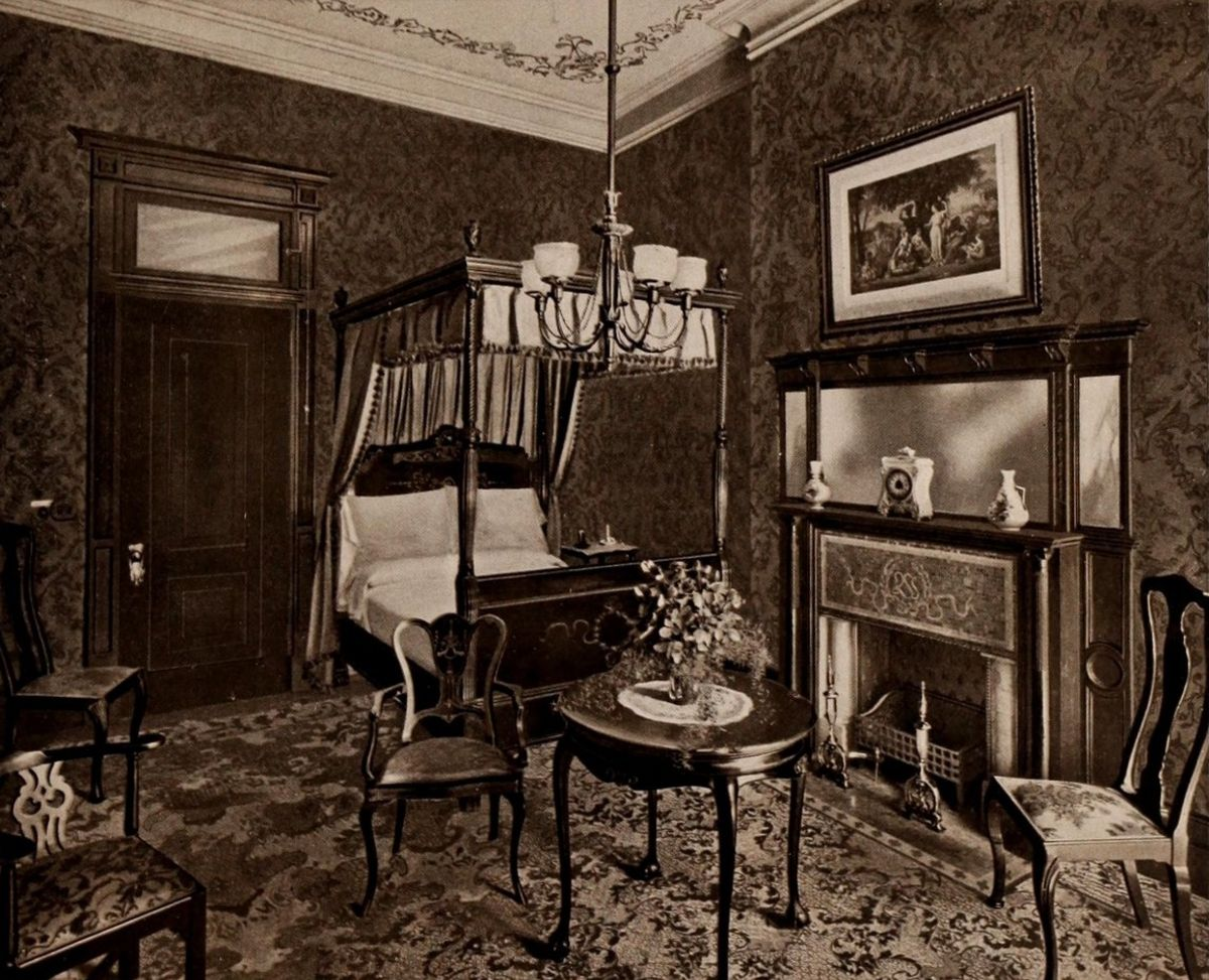 A Colonial Bedroom – The Waldorf