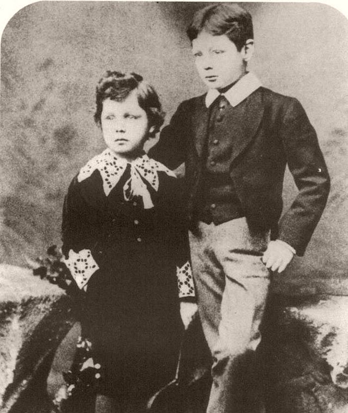 Churchill and his brother Jack as children, 1884.