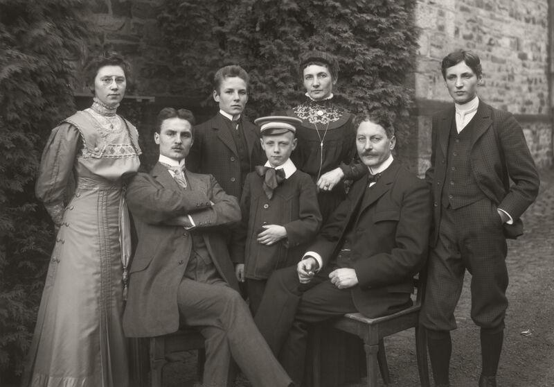 August Sander: Kleinstadtfamilie, 1911 © Die Photographische Sammlung/SK Stiftung Kultur - August Sander Archiv, Köln VG Bild-Kunst, Bonn, 2020