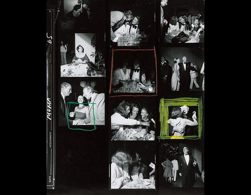 Benefit, The Museum of Modern Art, New York City, June 1977. Larry Fink (American, b. 1941). Gelatin silver print with hand-applied grease pencil in green, red, and yellow; 25.2 x 20.3 cm. © Larry Fink. Image courtesy of the Cleveland Museum of Art