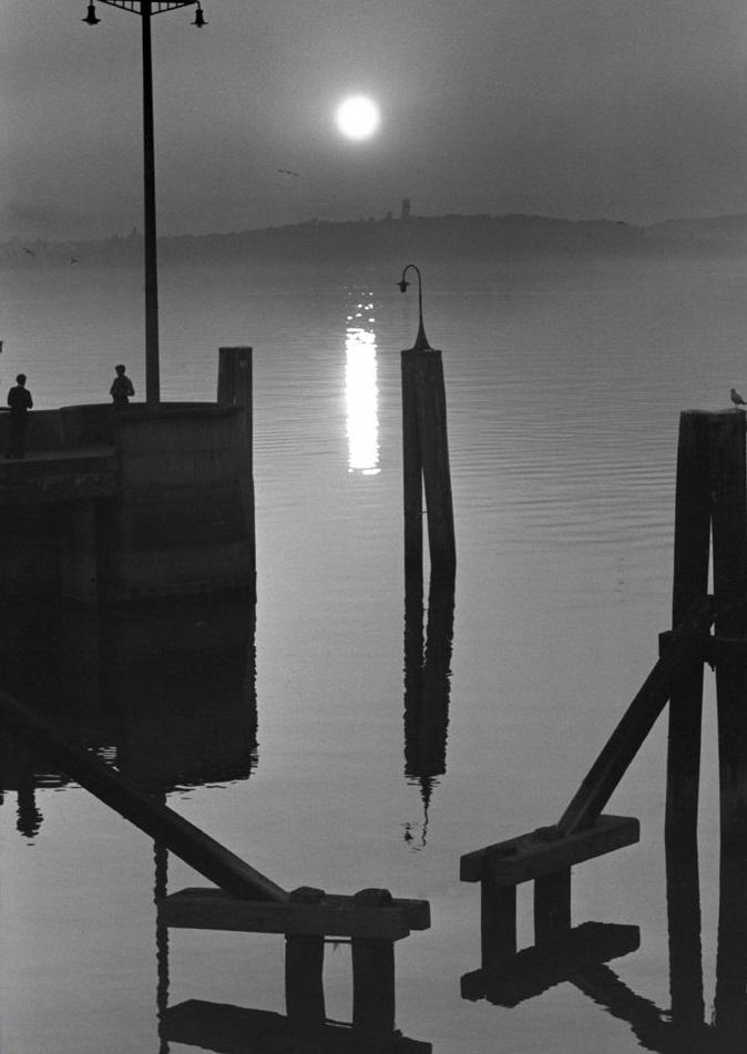 Toni Schneiders Balkenschrift im Wasser, Faährhafen Meersburg 1948 © Nachlass Toni Schneiders/Stiftung F.C. Gundlach