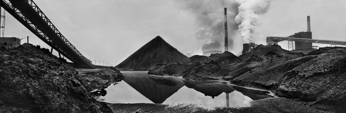 Josef Koudelka FRANCE. Nord-Pas de Calais. Dunkerque. 1987. Sollac. Coal piles. © Josef Koudelka | Magnum Photos