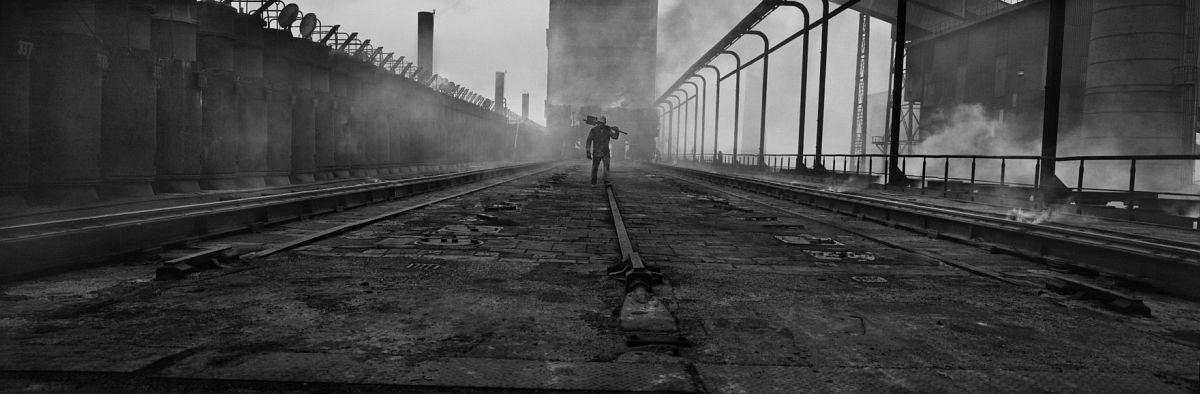 Josef Koudelka FRANCE. Region of Nord-Pas-de-Calais. The Nord 'department'. City of Dunkerque. Sollac. 1987. © Josef Koudelka | Magnum Photos