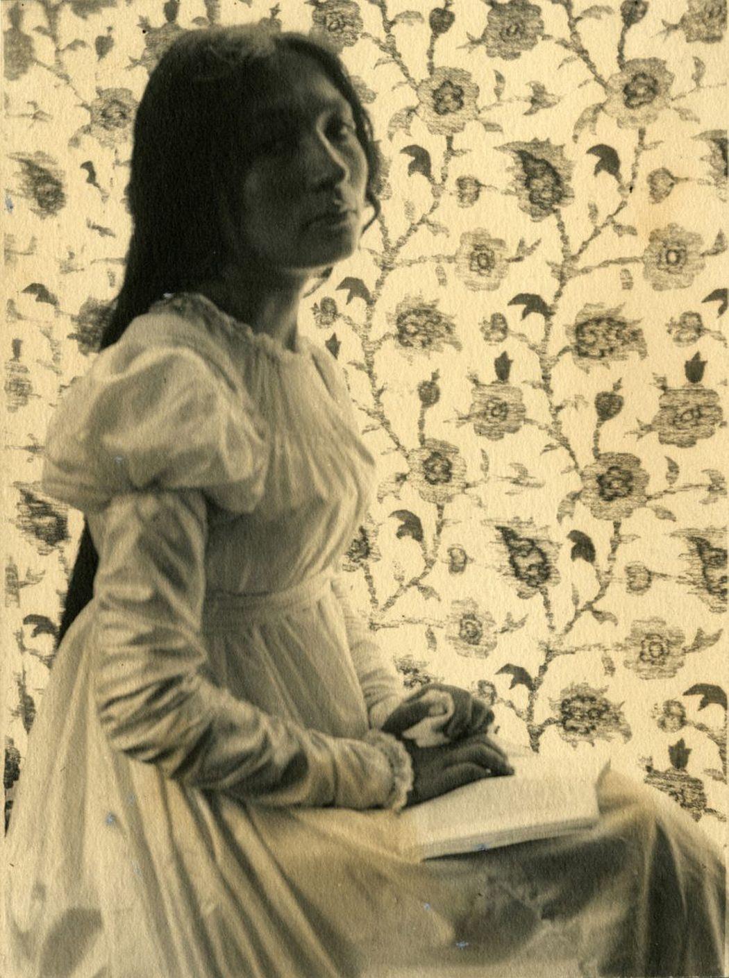 Gertrude Käsebier (1852–1934) Porträt von Zitkala-Ša, 1898 Platindruck, 16 x 12 cm Kunstpalast, Düsseldorf