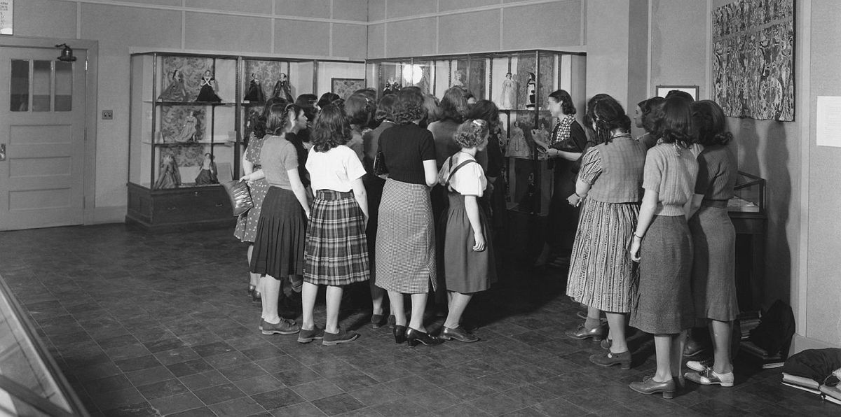 """""""European Textiles and Costume Figures,"""" with students and a teacher from Hunter College's new Bronx campus, Walton High School, 2780 Reservoir Avenue, The Bronx, 1939"""