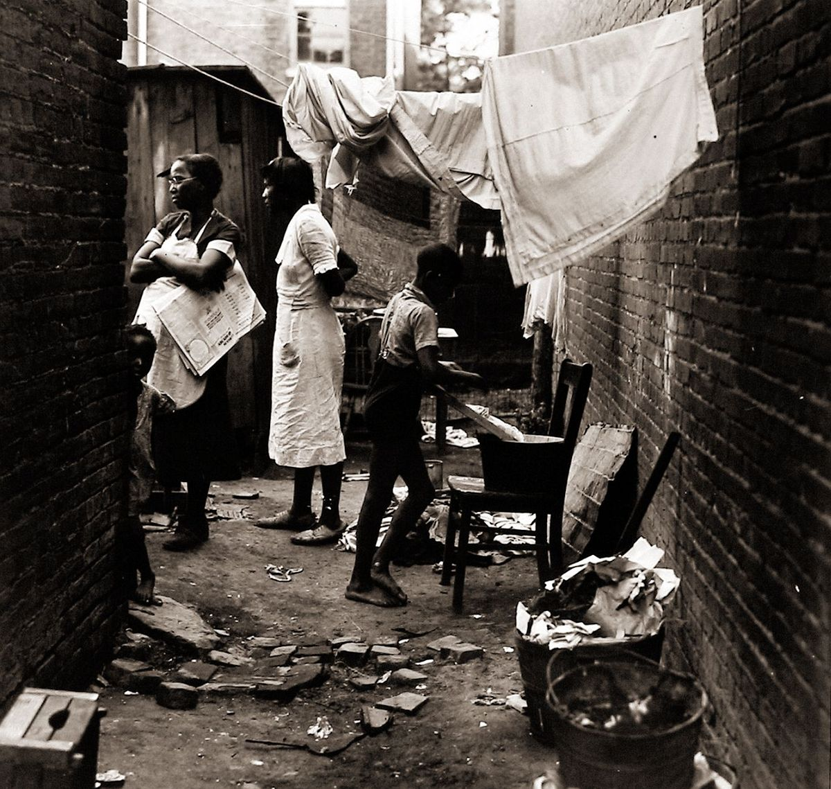 Peter Sekaer  Residents of slums in Washington, D.C., 1938