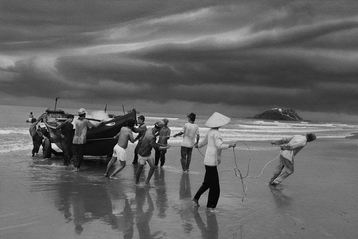 Vung Tau, 1995 © Sebastião Salgado