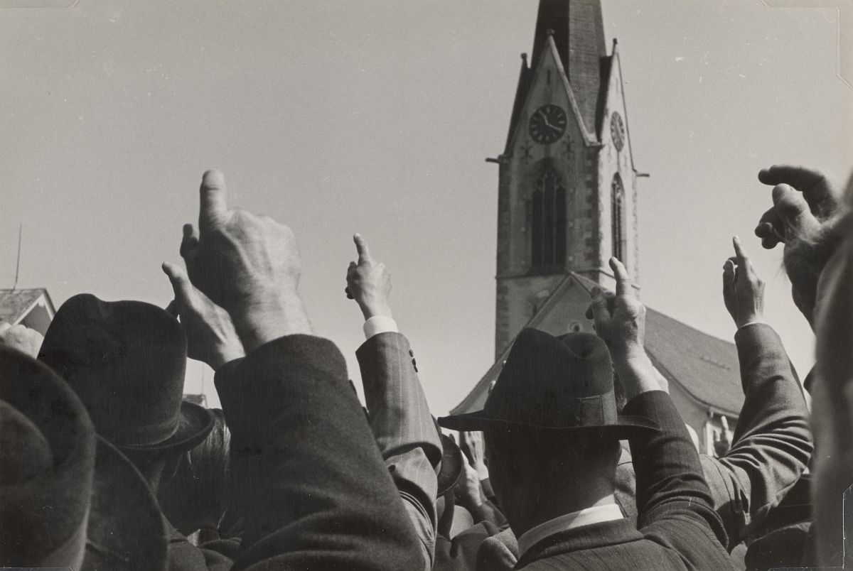 Robert Frank, Landsgemeinde, Hundwil 1949 © Andrea Frank Foundation; courtesy Pace/MacGill Gallery, New York