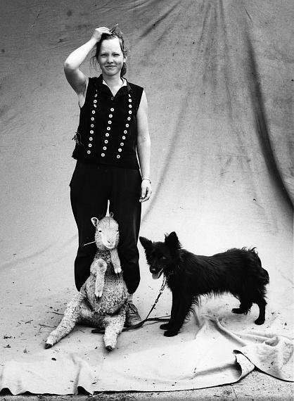 "Stefan Moses © archiv stefan moses ""Schäferin"", LPG Priemen 1990 Courtesy Johanna Breede PHOTOKUNST"