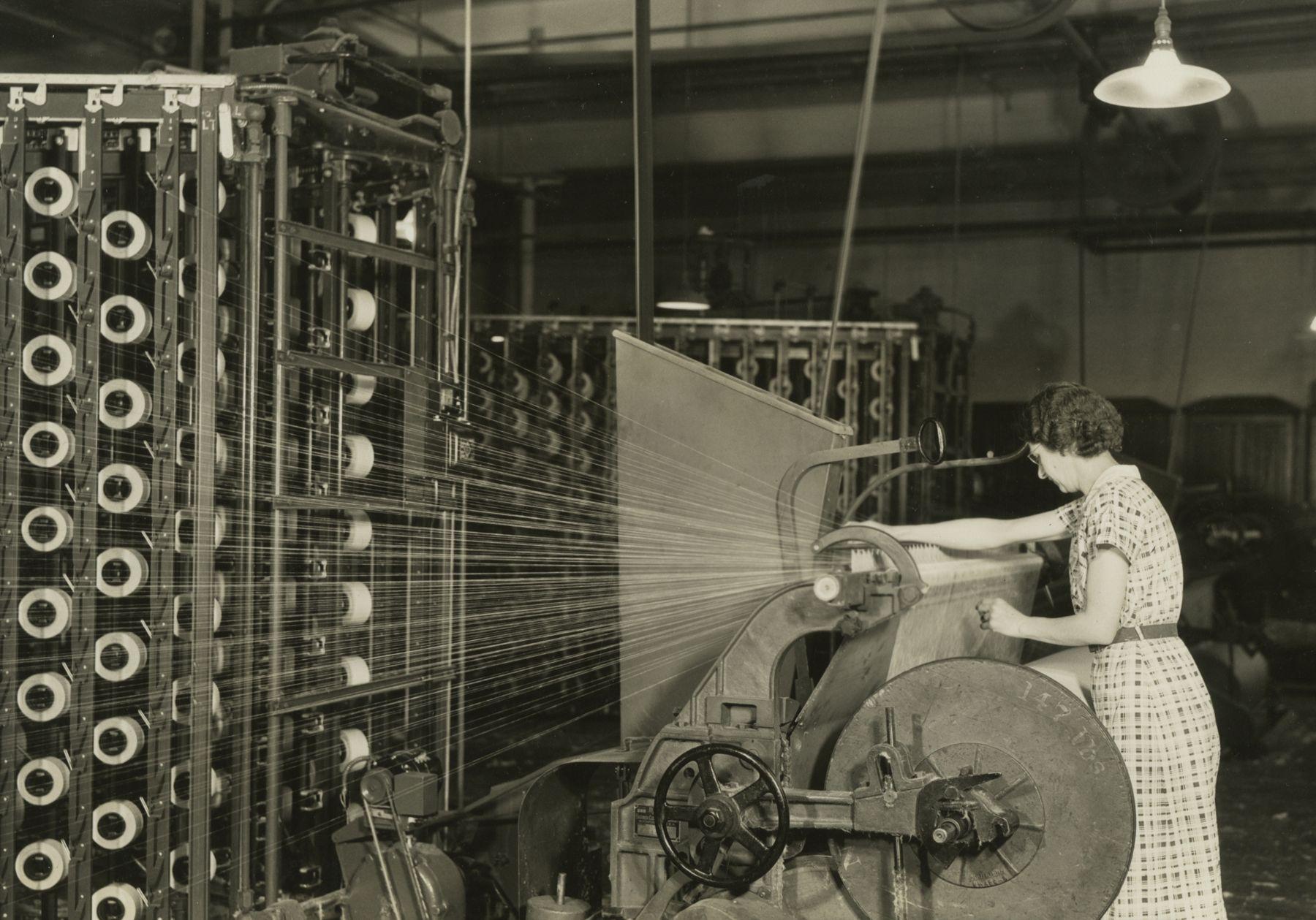 Barber-Colman High Speed Warper, Pacific Mills, Manchester, New Hampshire, April 1937  Gelatin silver print; printed c.1937